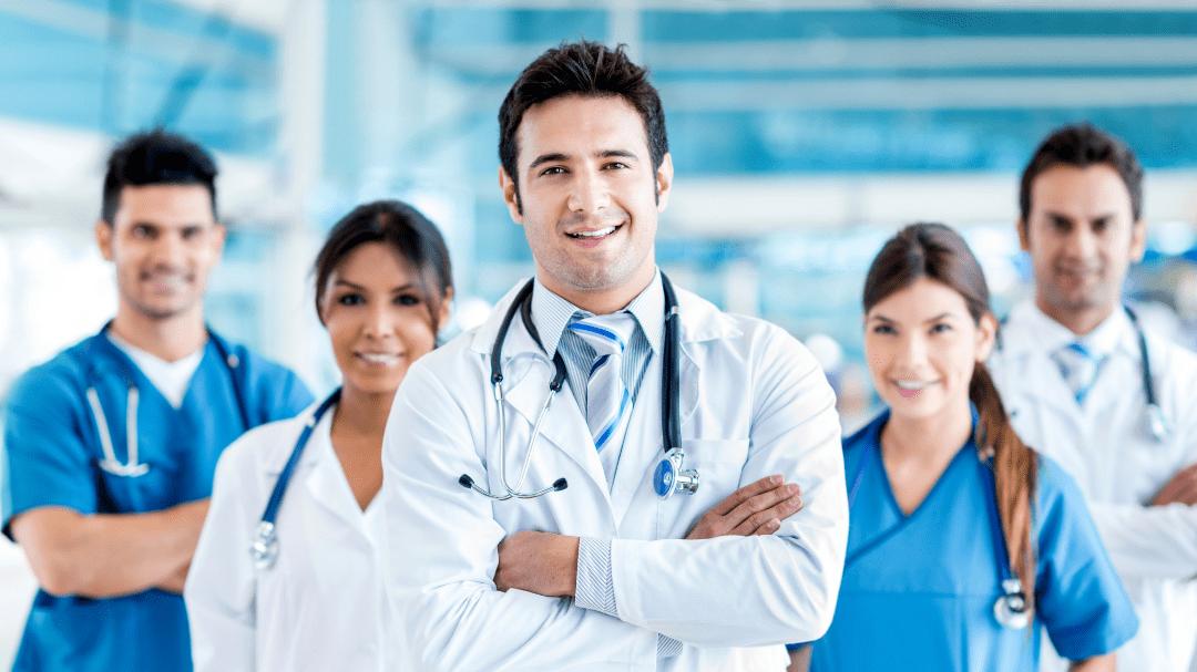 Como exercer medicina nos Estados Unidos em 7 passos